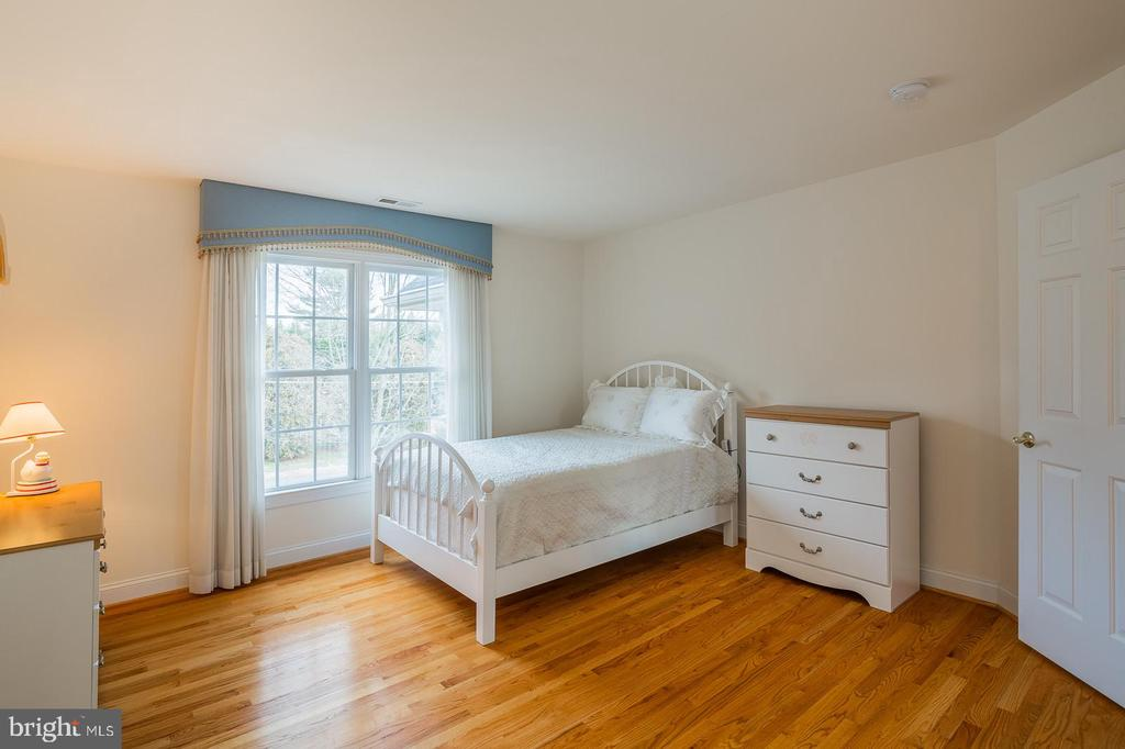 Bedroom W/Private Bathroom - 9321 WEIRICH RD, FAIRFAX