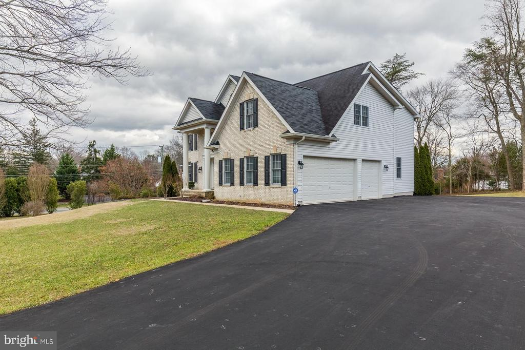 Side-Load Three Car Garage W/Wide Driveway - 9321 WEIRICH RD, FAIRFAX