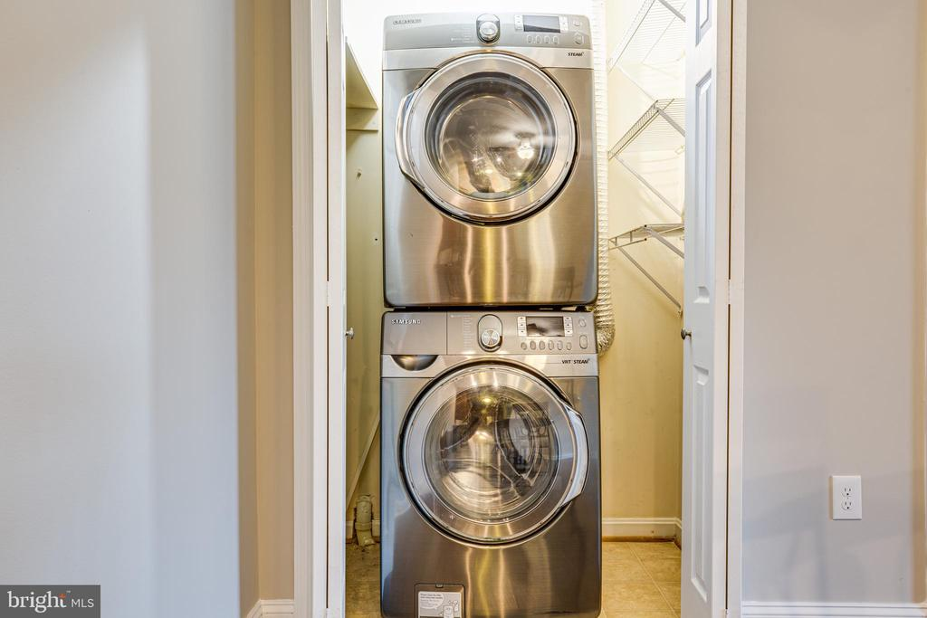 Washer and dryer are included! - 302 GROSVENOR LN #3, STAFFORD