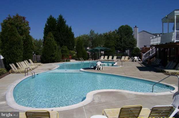 Sunningdale Meadows Community pool. - 302 GROSVENOR LN #3, STAFFORD