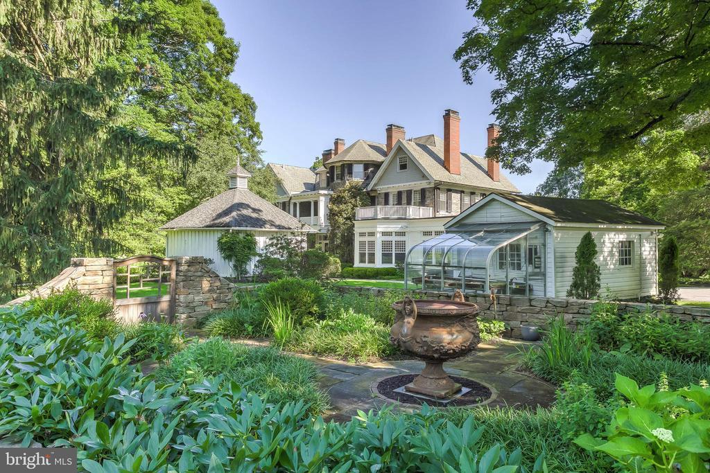 Walled Herb Garden & Greenhouse - 7309 BRIGHTSIDE RD, BALTIMORE