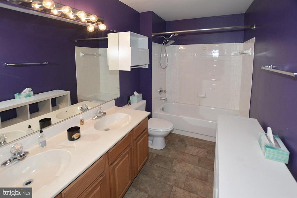Guest hall full bath with dual sink vanity - 9337 S WHITT DR, MANASSAS PARK