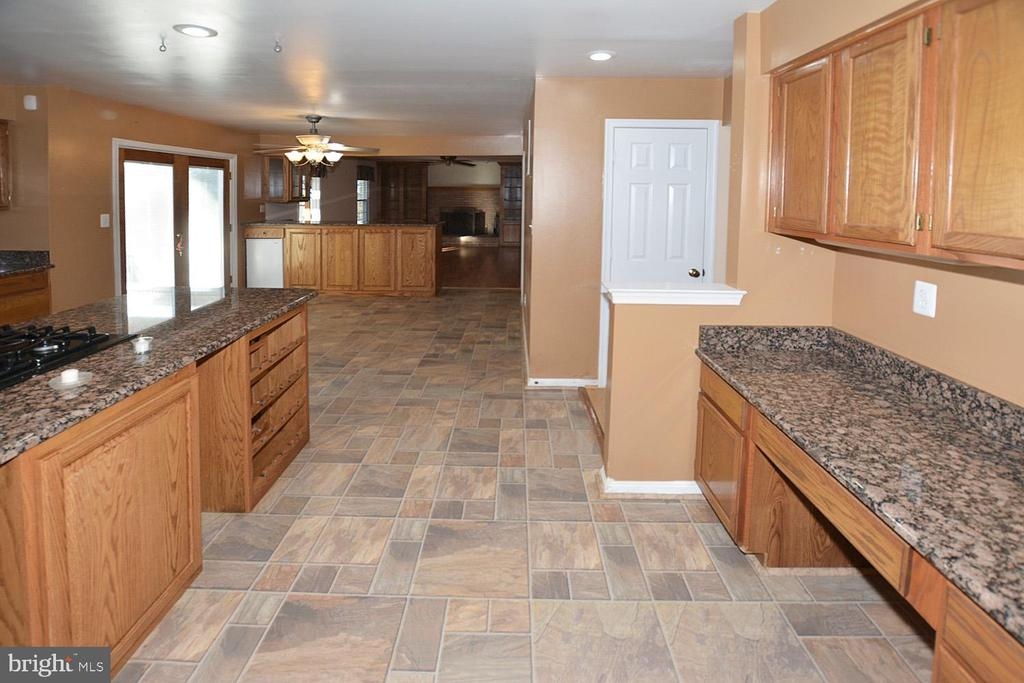 Great work desk and lots of cabinets in kitchen - 9337 S WHITT DR, MANASSAS PARK