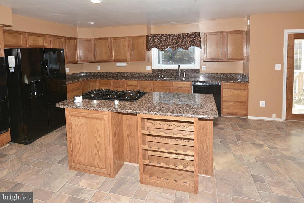 Beautiful custom built ins in kitchen - 9337 S WHITT DR, MANASSAS PARK