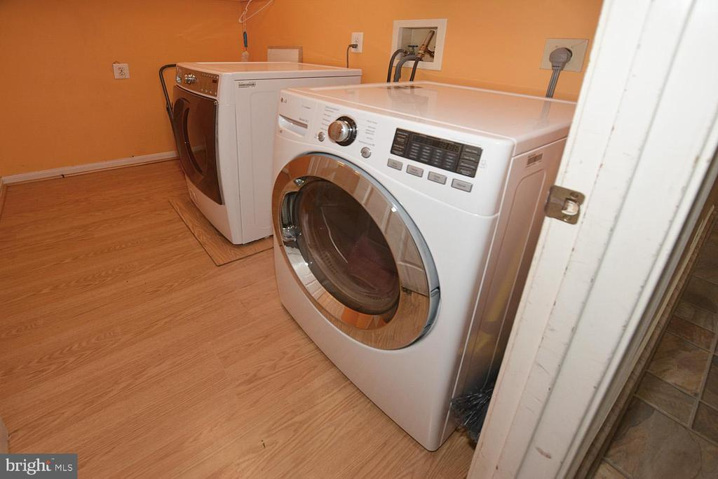 Washer and dryer convey in separate utility room - 9337 S WHITT DR, MANASSAS PARK