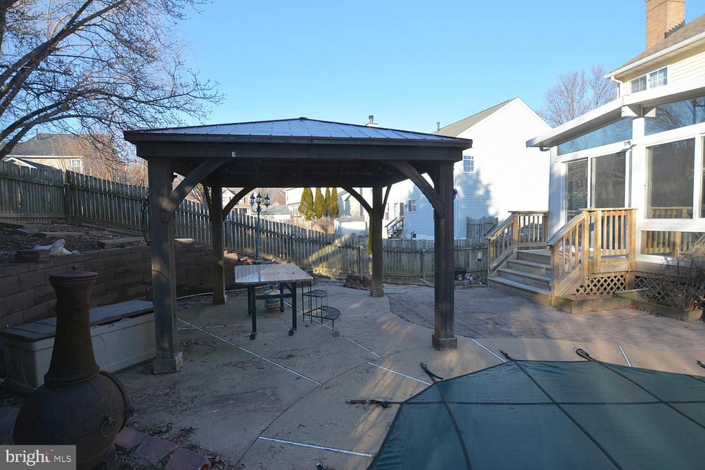 Gazebo next to the pool - 9337 S WHITT DR, MANASSAS PARK