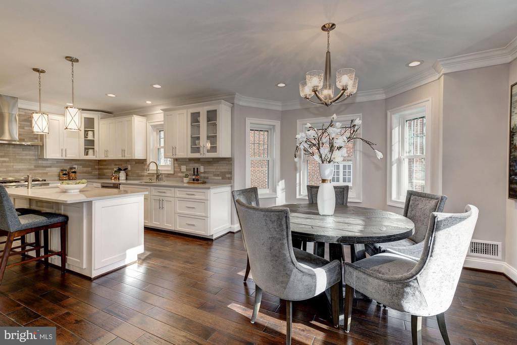 Fantastic gourmet kitchen w/island & table space - 6626 31ST PL NW, WASHINGTON