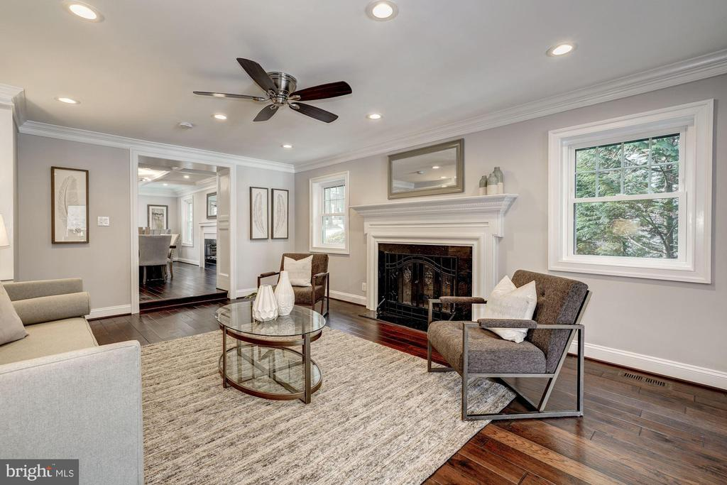 Living room view 3 - 6626 31ST PL NW, WASHINGTON