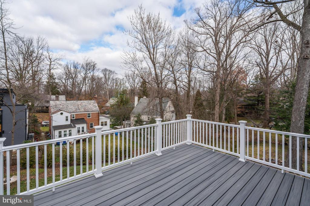 Enjoy the views from the upper deck - 6626 31ST PL NW, WASHINGTON