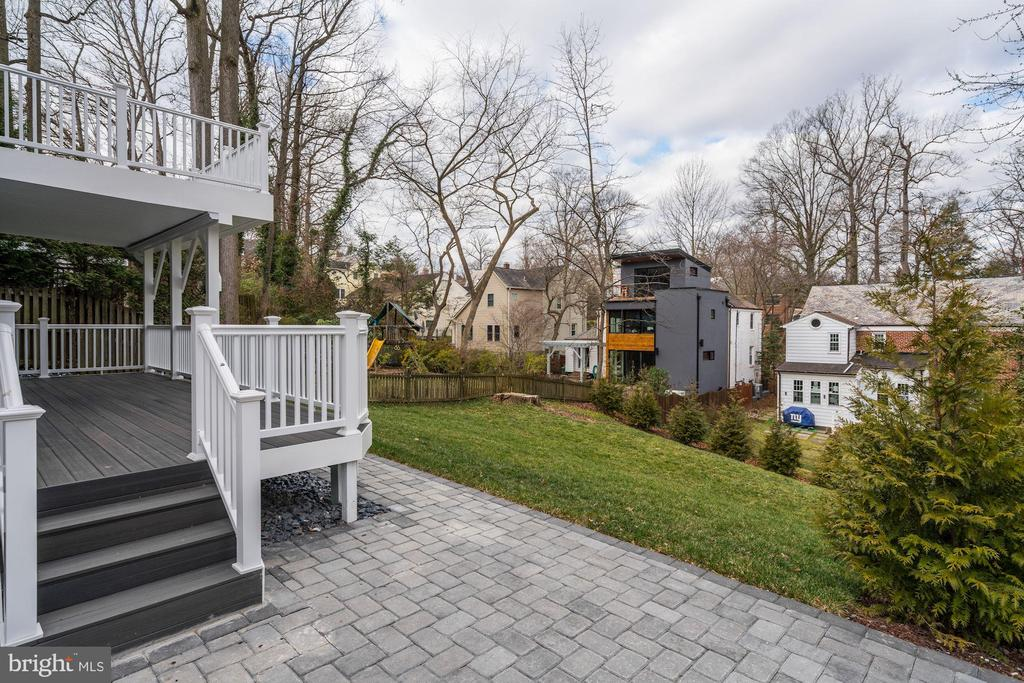 Lower deck access to yard - 6626 31ST PL NW, WASHINGTON