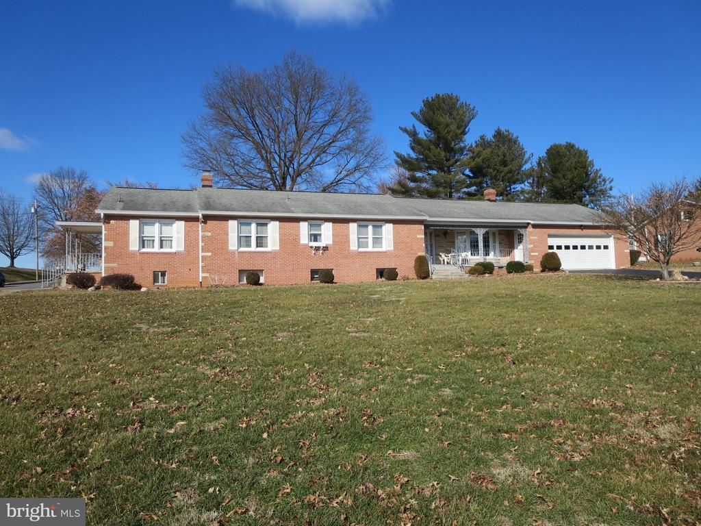 Front of house - 215 BROAD ST, MIDDLETOWN