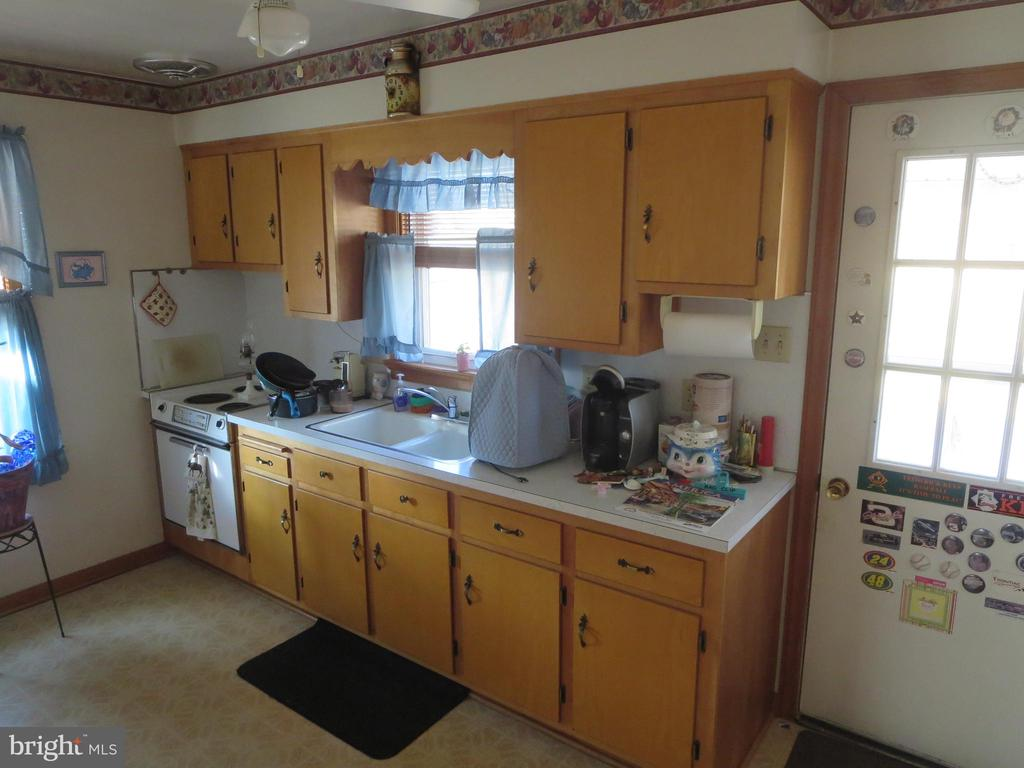 In law suite kitchen and entrance - 215 BROAD ST, MIDDLETOWN