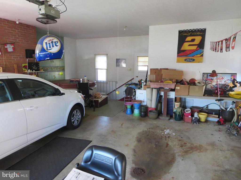 2 car garage with basement access - 215 BROAD ST, MIDDLETOWN