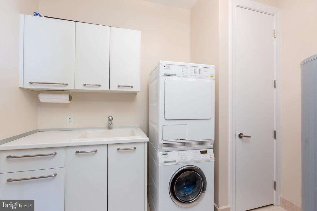 Laundry - 1881 N NASH ST #2204, ARLINGTON