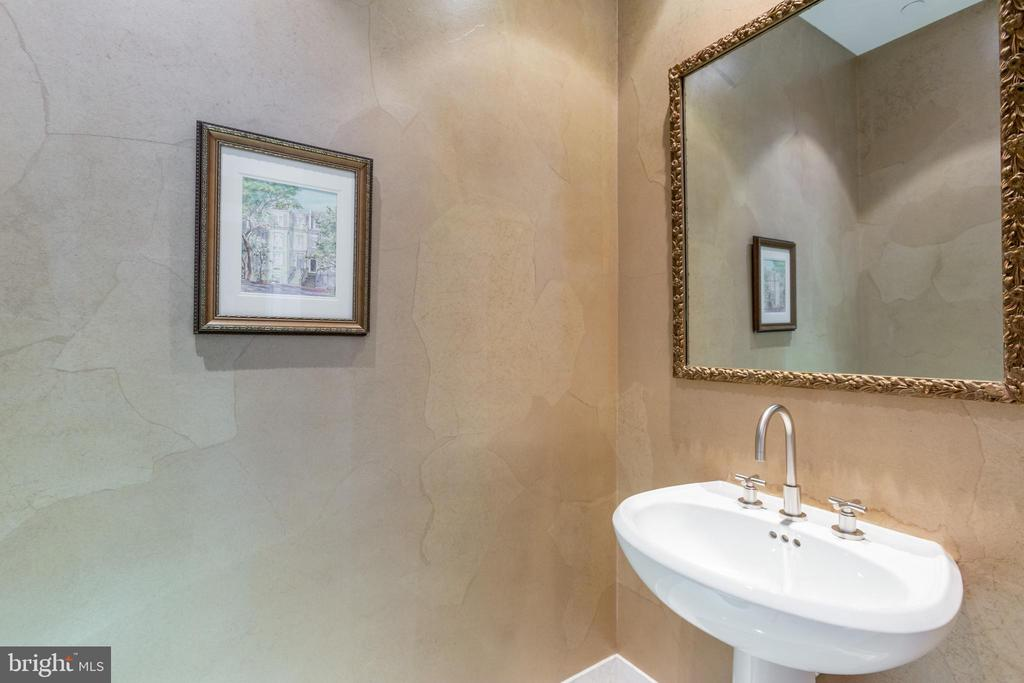 Powder Room - 1881 N NASH ST #2204, ARLINGTON