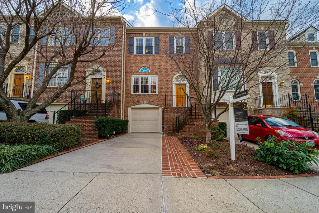 - 3910 BARCROFT MEWS CT, FALLS CHURCH