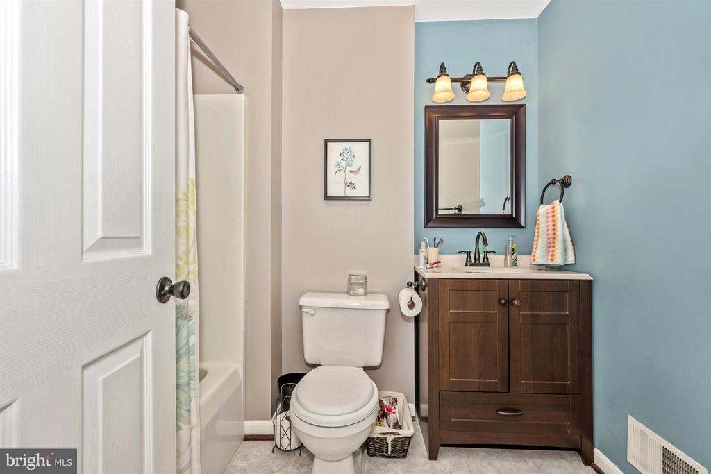 Full Bath - 111 CROSSTIMBER WAY, FREDERICK