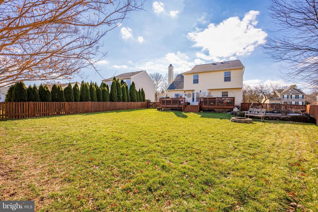 Large Back Yard View - 111 CROSSTIMBER WAY, FREDERICK