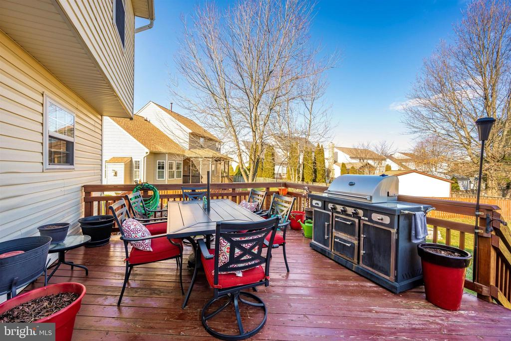 Deck View 4 - 111 CROSSTIMBER WAY, FREDERICK