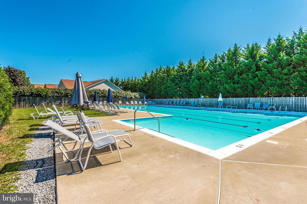 Community Pool - 111 CROSSTIMBER WAY, FREDERICK
