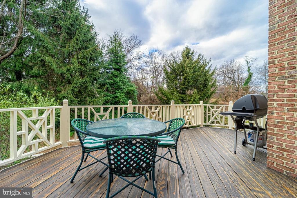 Deck with a $3K retractable awning - 3910 BARCROFT MEWS CT, FALLS CHURCH