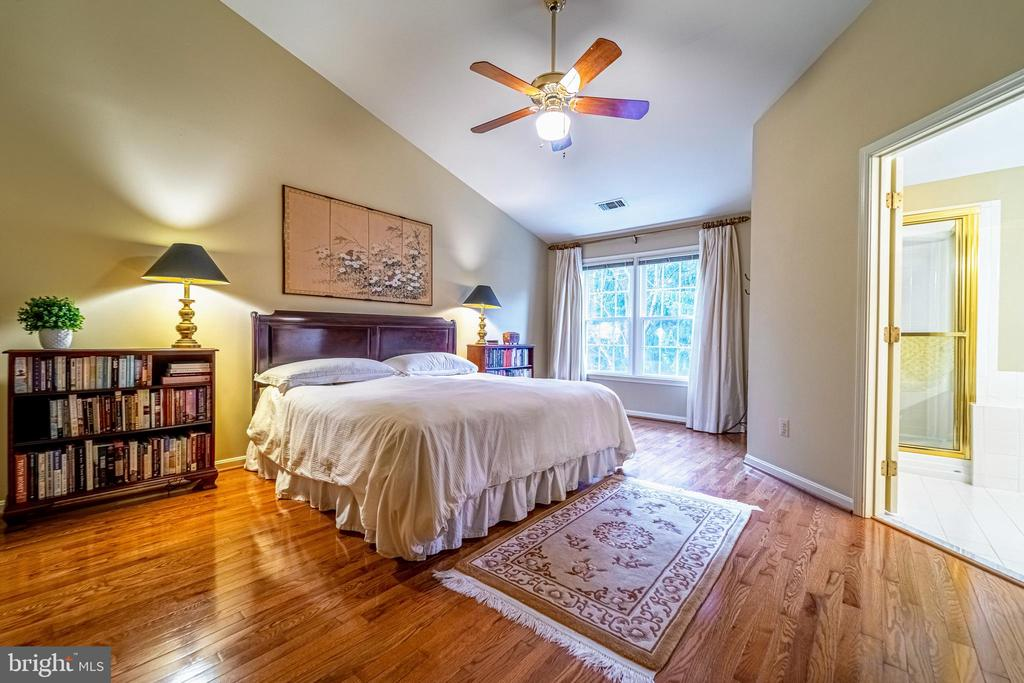 Large Master Bedroom - 3910 BARCROFT MEWS CT, FALLS CHURCH