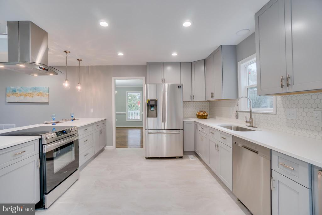 Energy Efficient Stainless Steel Appliances - 2459 HARPOON DR, STAFFORD