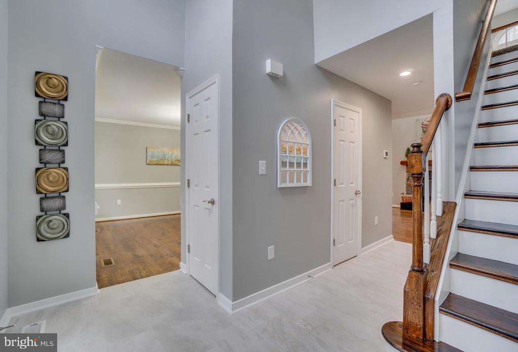 Dramatic Two Story Foyer has lots of natural light - 2459 HARPOON DR, STAFFORD