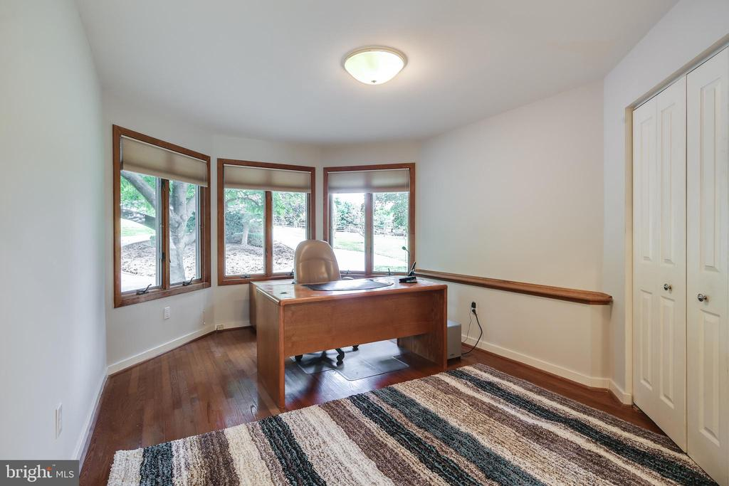 FIRST FLOOR OFFICE - 17532 COUNTRY VIEW WAY, MOUNT AIRY