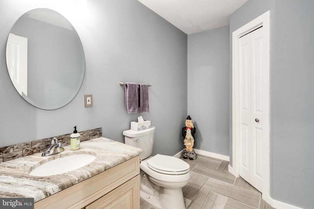 POWDER ROOM - 17532 COUNTRY VIEW WAY, MOUNT AIRY