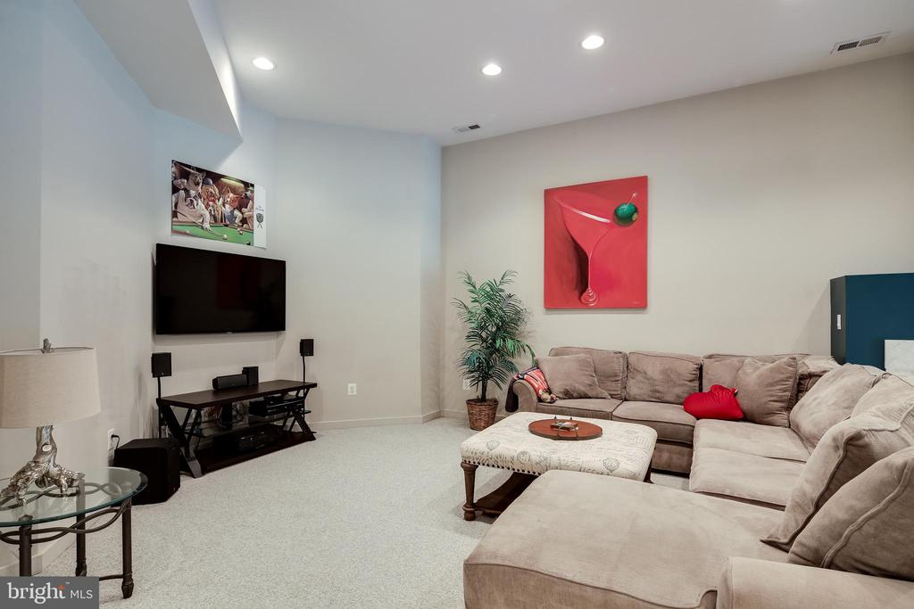 SECOND FAMILY ROOM - 17532 COUNTRY VIEW WAY, MOUNT AIRY