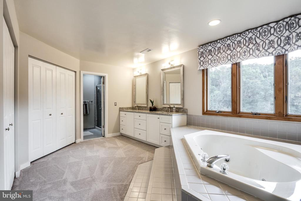 MASTER BATH - 17532 COUNTRY VIEW WAY, MOUNT AIRY