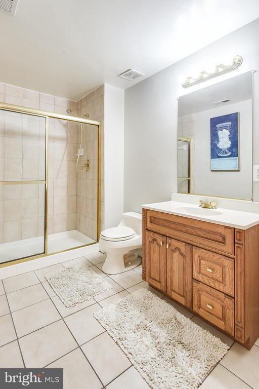 BATH - 17532 COUNTRY VIEW WAY, MOUNT AIRY