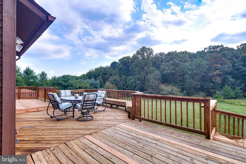 DECKS - 17532 COUNTRY VIEW WAY, MOUNT AIRY