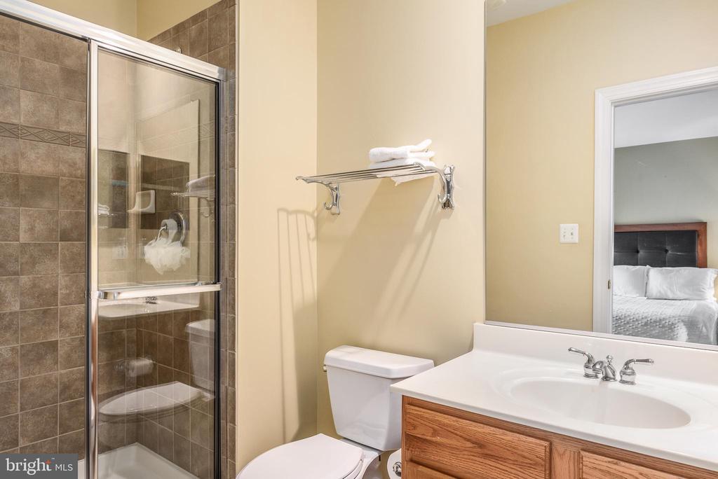 Bedroom 3 ensuite bath - 18215 CYPRESS POINT TER, LEESBURG