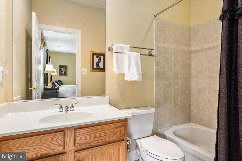 Bedroom 2 ensuite bath - 18215 CYPRESS POINT TER, LEESBURG