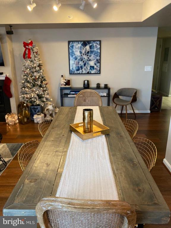 Dining room/family room - 11710 OLD GEORGETOWN RD #1108, ROCKVILLE