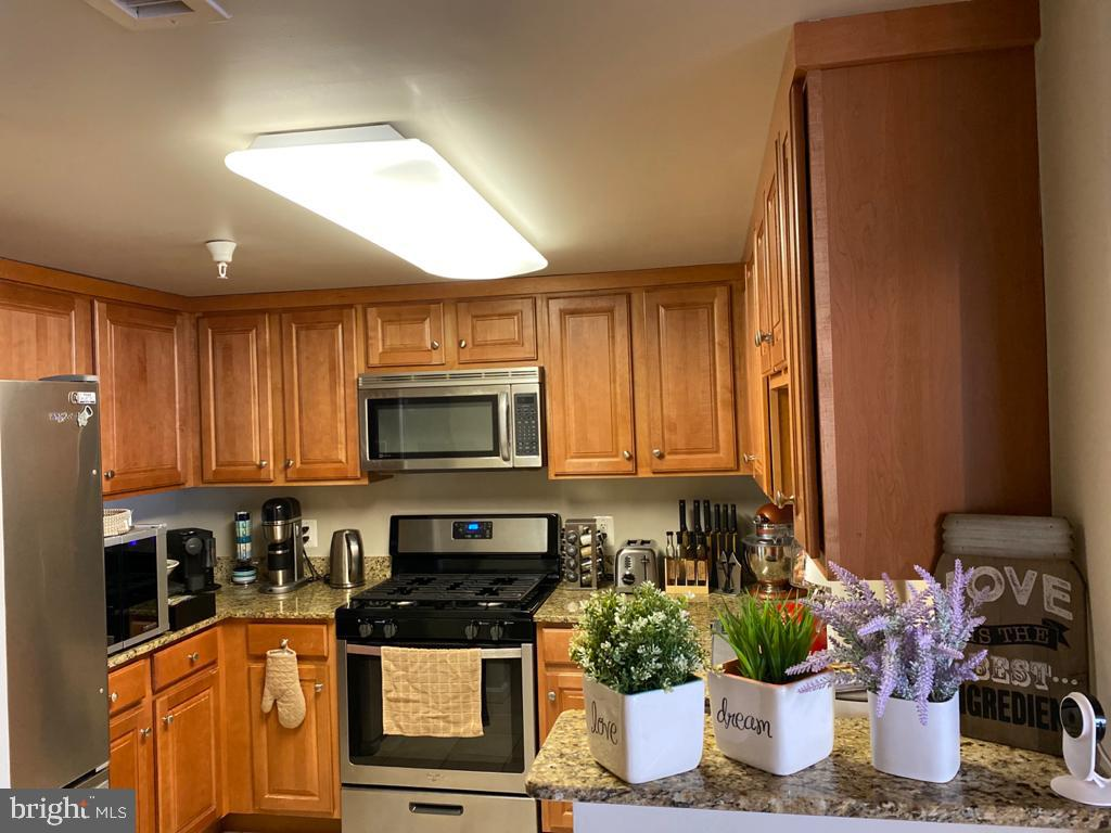 Kitchen with stainless and granite - 11710 OLD GEORGETOWN RD #1108, ROCKVILLE
