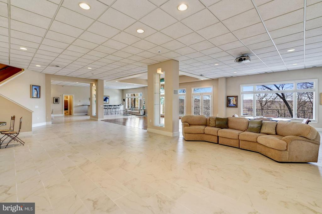 Club / Recreation Level - 703 POTOMAC KNOLLS DR, MCLEAN