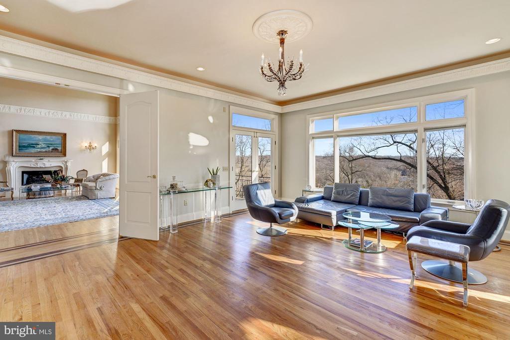 Family Room - Hardwood Flooring - 703 POTOMAC KNOLLS DR, MCLEAN
