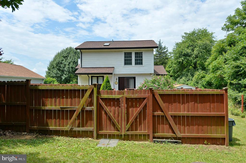 Privately Fenced Area in Back - 408 BEAUREGARD, CHARLES TOWN