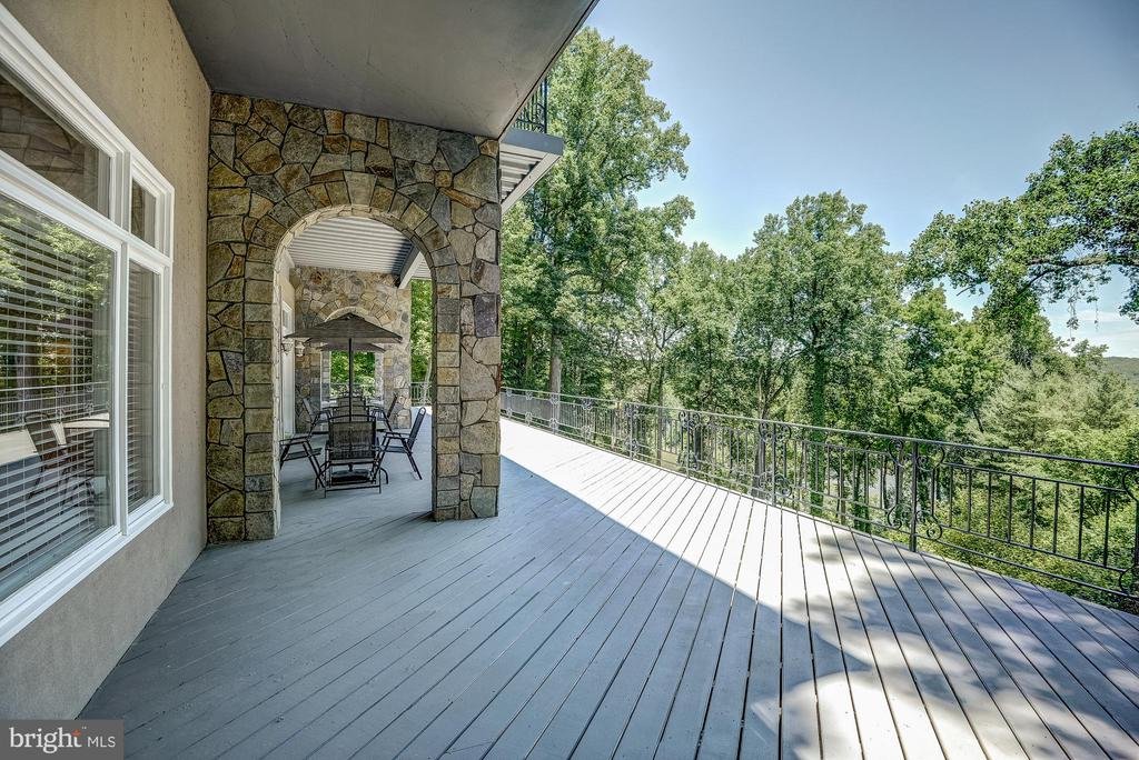Rear Balcony - Club Level - 703 POTOMAC KNOLLS DR, MCLEAN