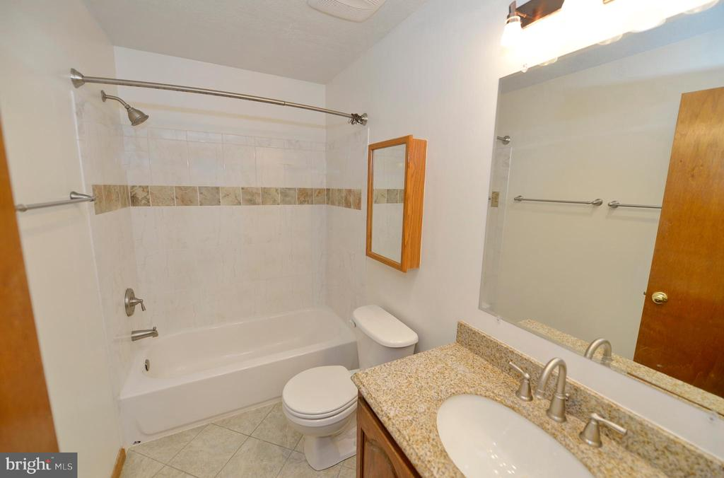 Upper Level Hall Bathroom - 408 BEAUREGARD, CHARLES TOWN