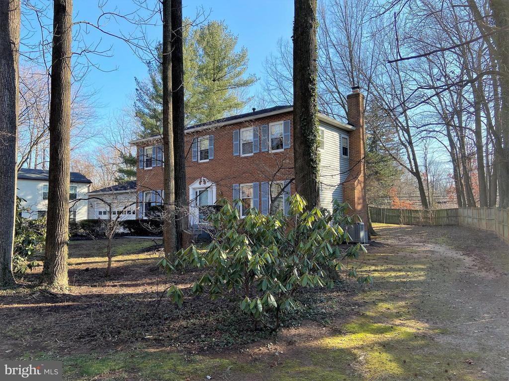 Spacious .49 acre private lot - 6935 COLBURN DR, ANNANDALE