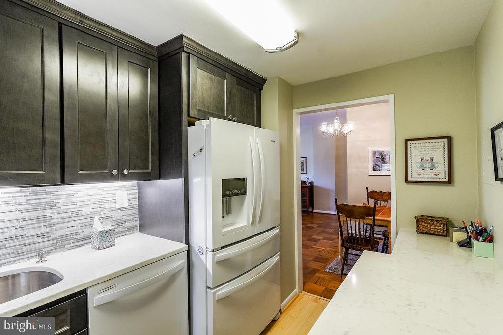 2017 kitchen renovation with great details - 2939 VAN NESS ST NW #530, WASHINGTON