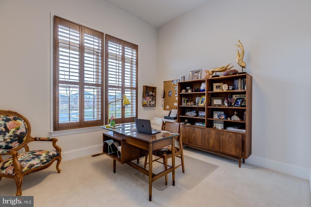 Bedroom #3-bright with en-suite bath - 23734 HEATHER MEWS DR, ASHBURN