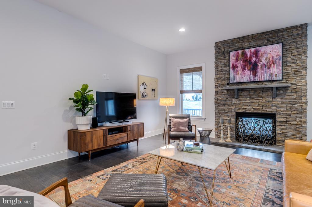 Double sided stacked stone fireplace adds warmth - 23734 HEATHER MEWS DR, ASHBURN
