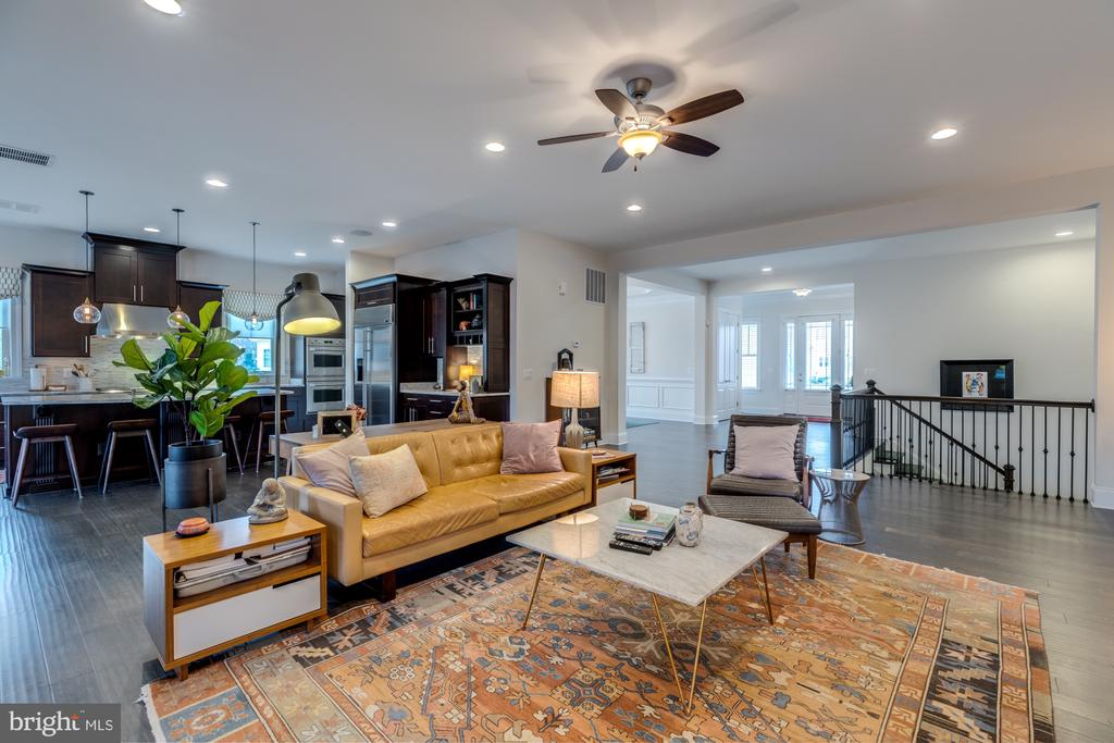 Open concept space is a breath of fresh air - 23734 HEATHER MEWS DR, ASHBURN