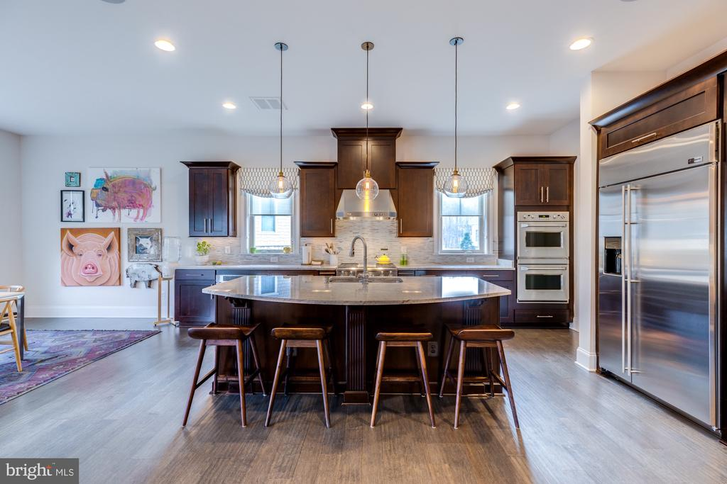 Gourmet kitchen is the heart of this home! - 23734 HEATHER MEWS DR, ASHBURN