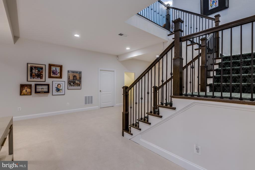 Unexpected openness with this flex space - 23734 HEATHER MEWS DR, ASHBURN